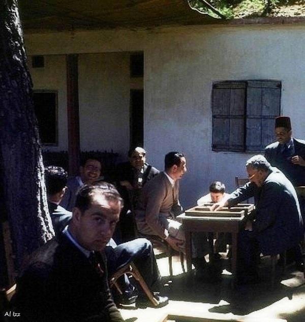 حمانا في 1948 - لعبة الطاولة في مقهى الضيعة