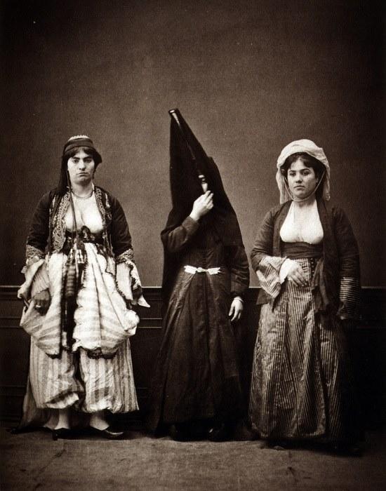 ثلاثة نساء من مدينة زحلة - لبنان عام 1873